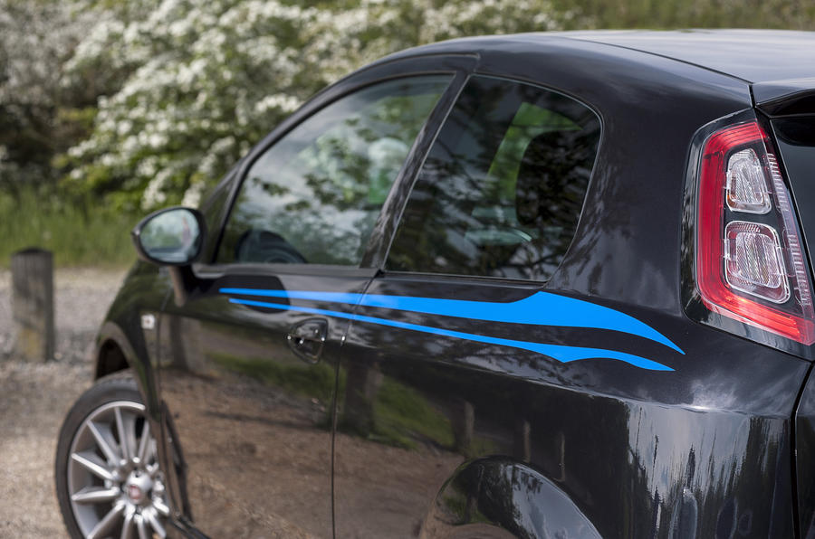 Fiat Punto side lines