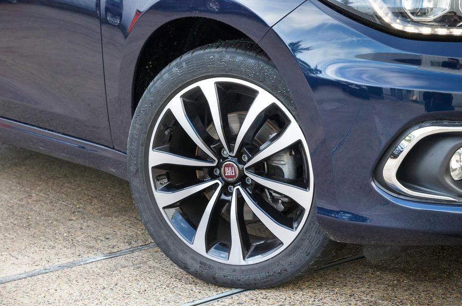 17in Fiat Tipo alloy wheels
