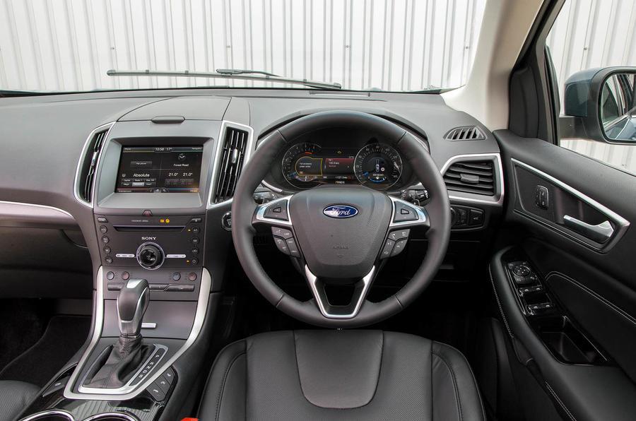 Ford Edge Titanium dashboard