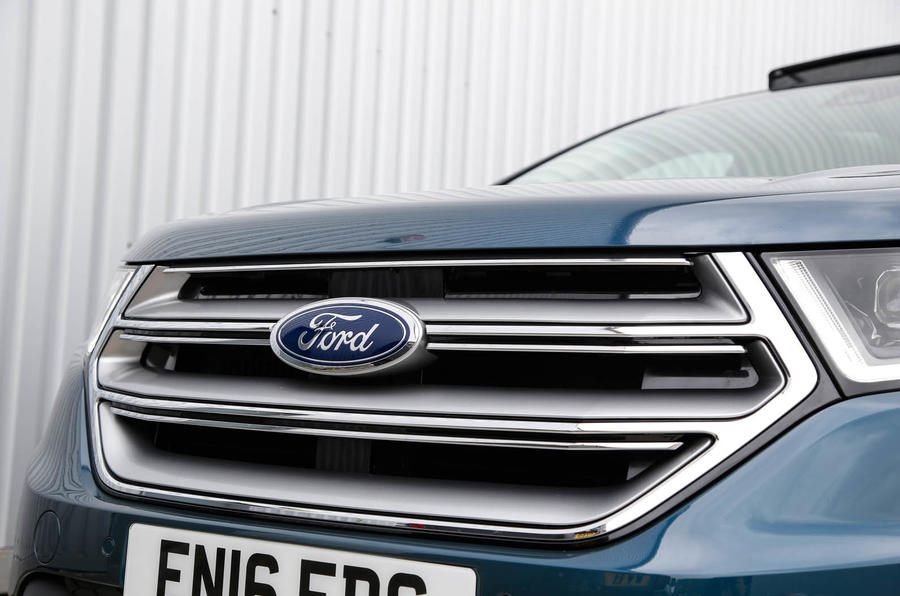 Ford Edge massive front grille