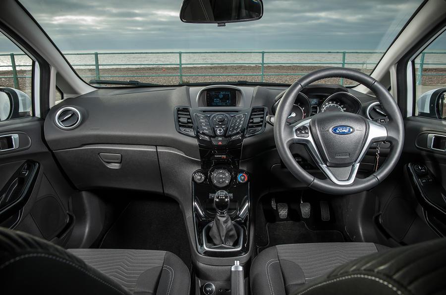 Ford Fiesta 1.0 Zetec dashboard