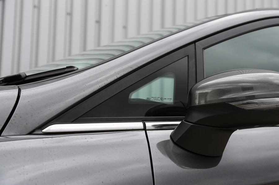 Ford Fiesta quarter light