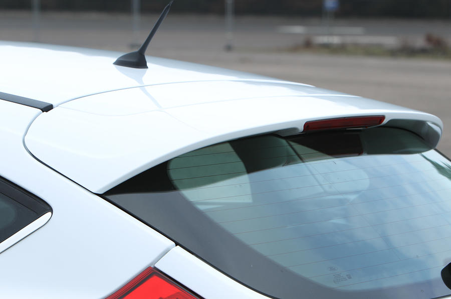 Ford Focus roof spoiler