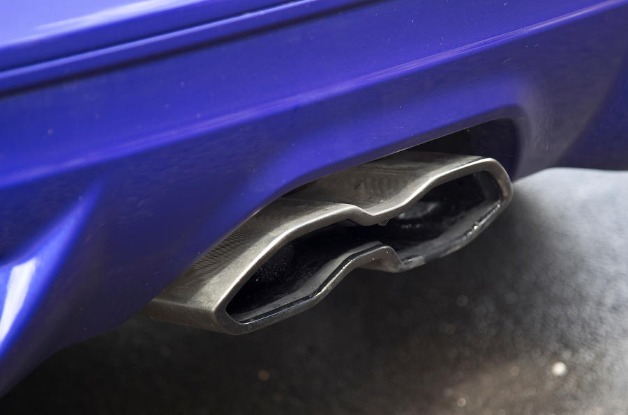 Ford Focus ST twin-exhaust