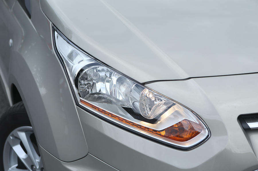 Ford Grand Tourneo Connect headlight