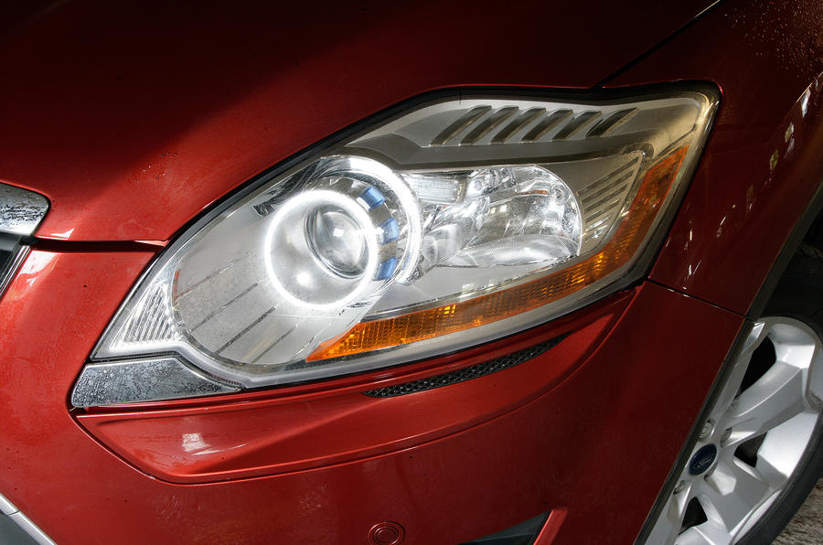 Ford Kuga headlights