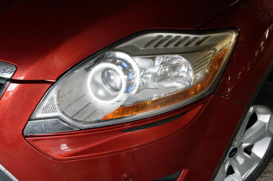 Ford Kuga headlights