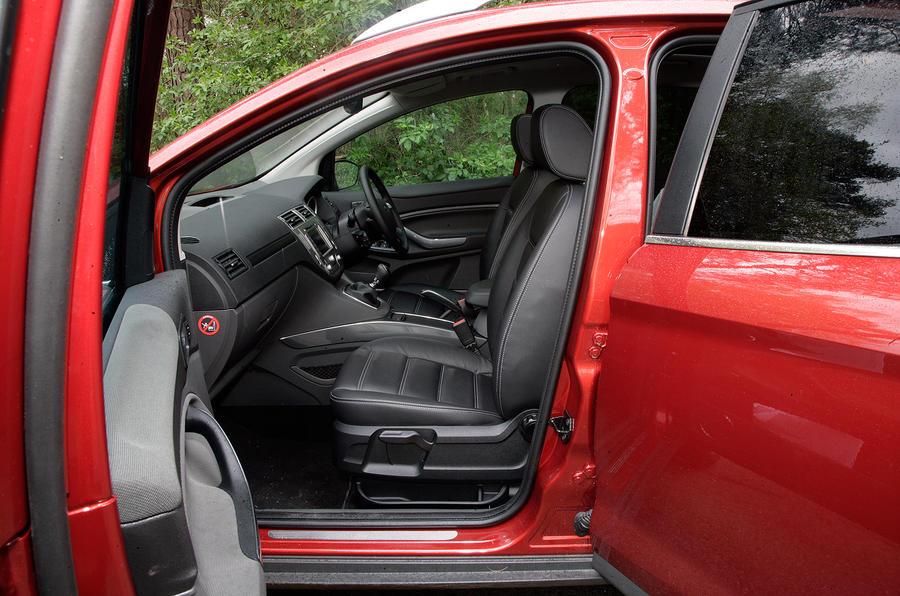 Ford Kuga front seats