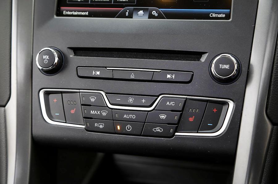 Ford Mondeo centre console