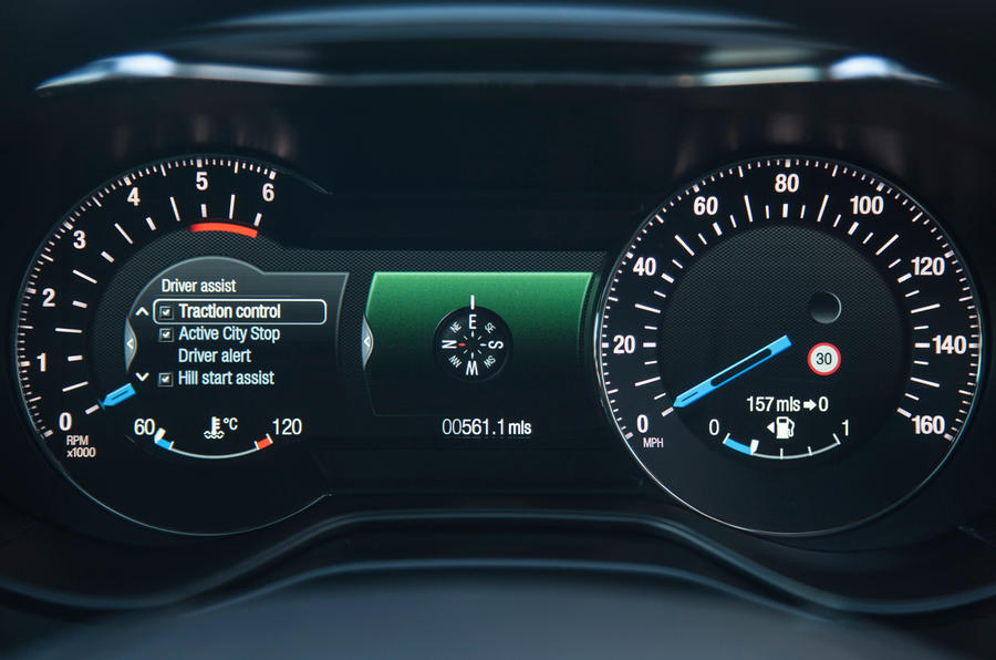 TFT instrument cluster for the Ford Mondeo