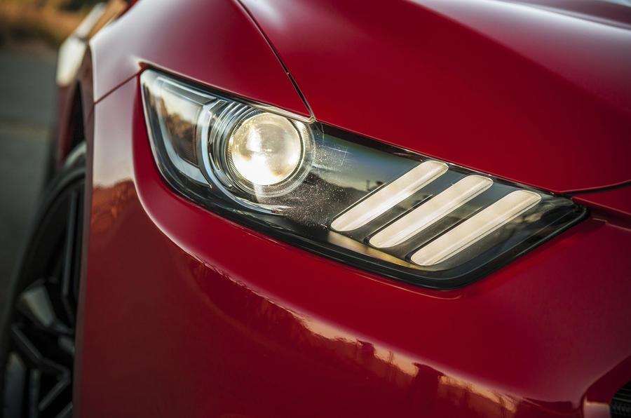 Ford Mustang bi-xenon headlights