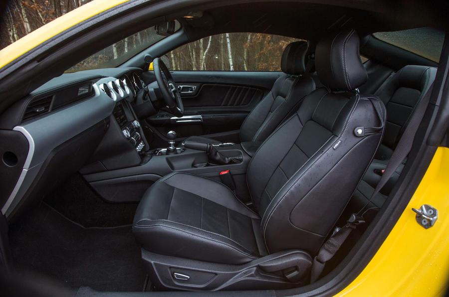 ... Ford Mustang Interior ...