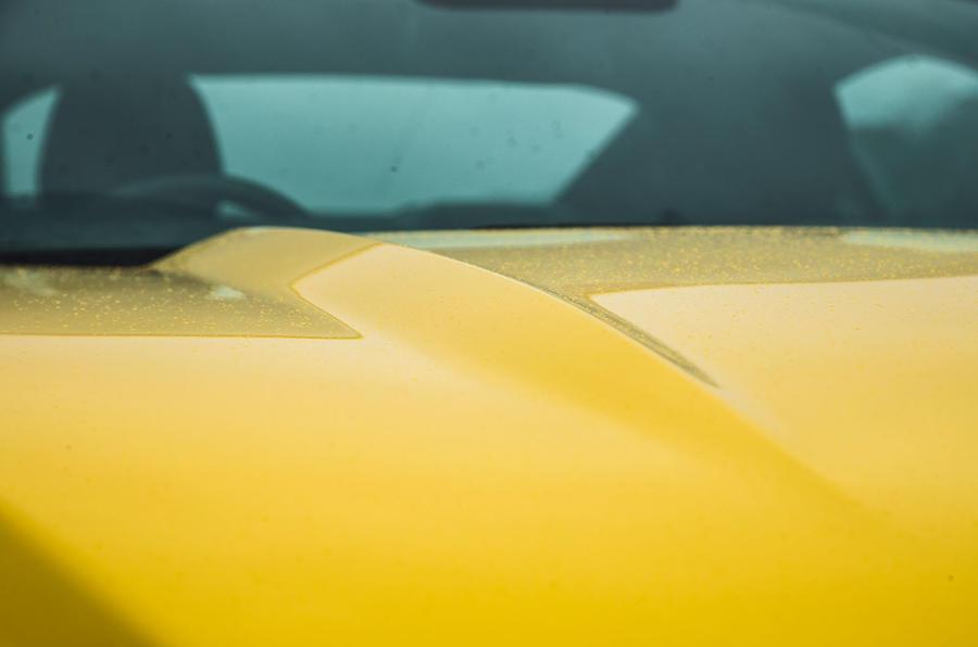 Ford Mustang bonnet grooves