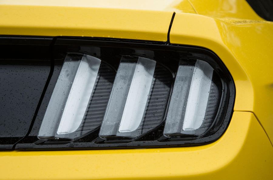 Three slit Ford Mustang tailight