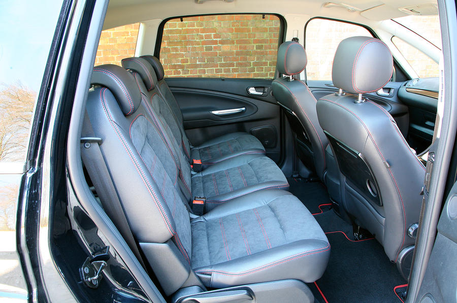 Ford S-Max middle row seats