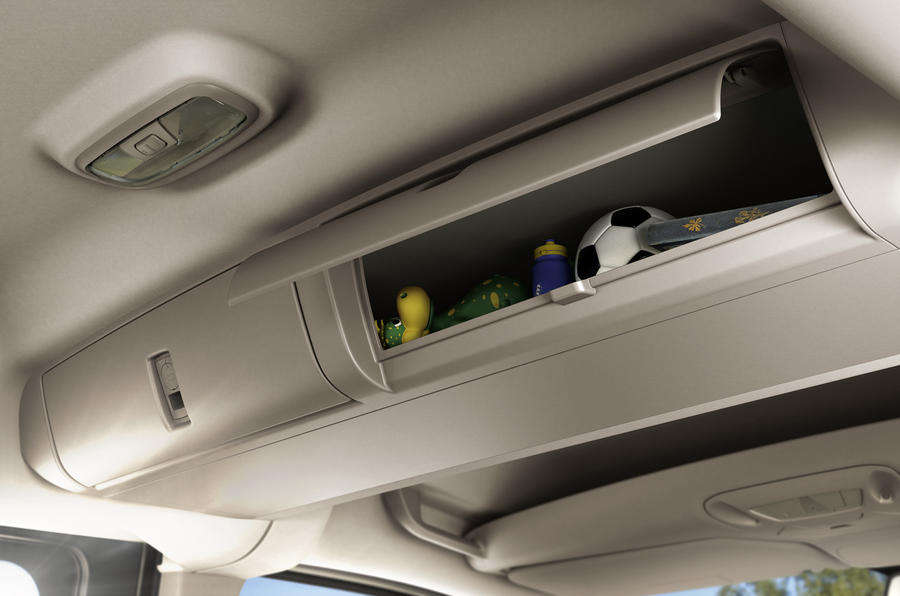 Ford Tourneo Connect roof storage space