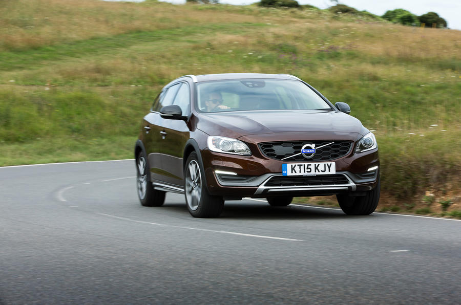£30,195 Volvo V60 Cross Country
