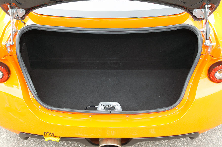 Ginetta G40 boot space