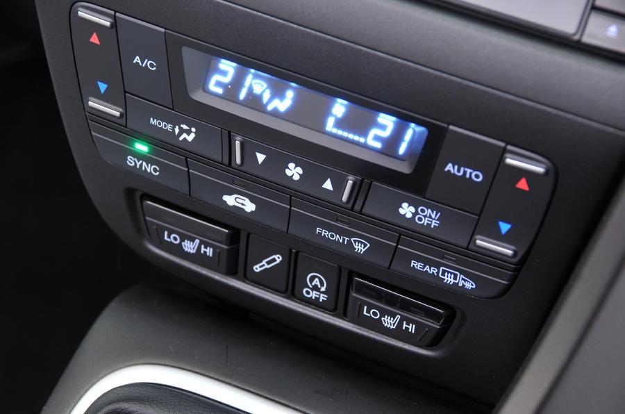 Honda Civic Tourer climate controls