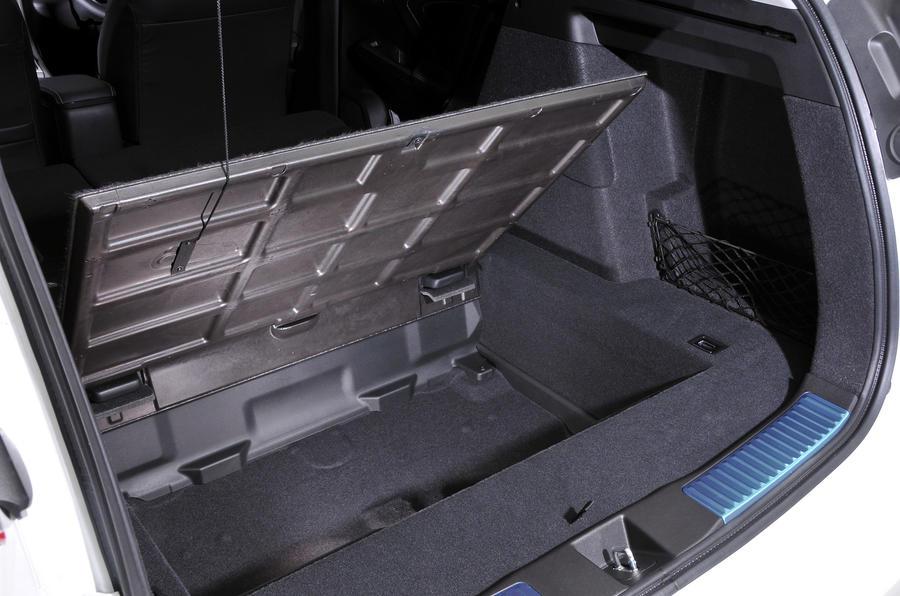 Honda Civic Tourer underboot storage