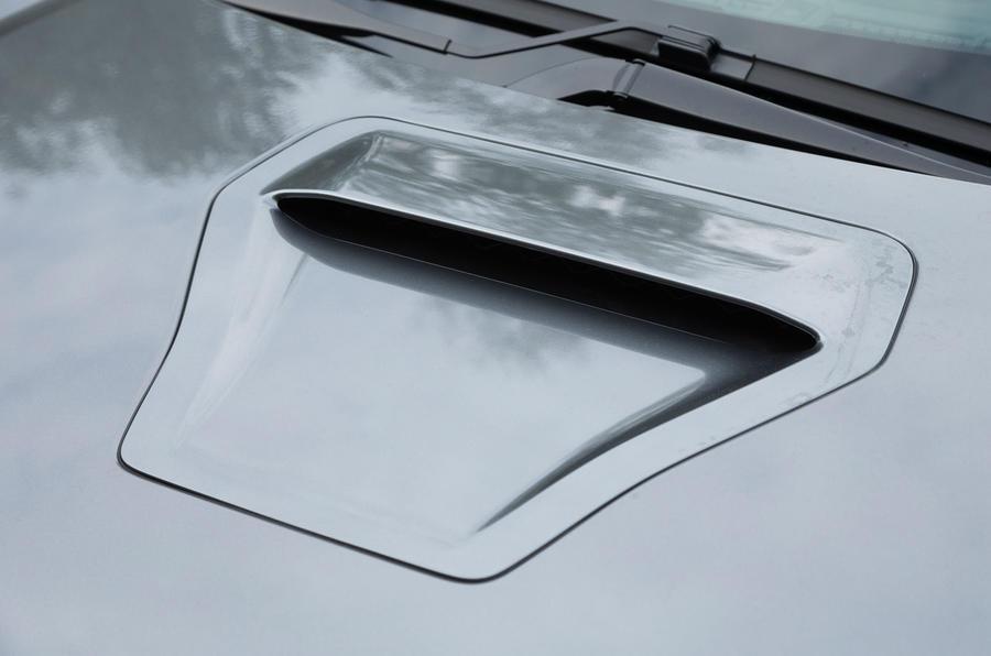 Honda Civic Type R bonnet scoop