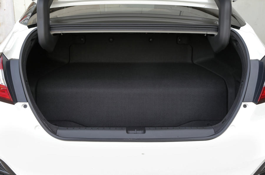 Honda Clarity FCV boot space