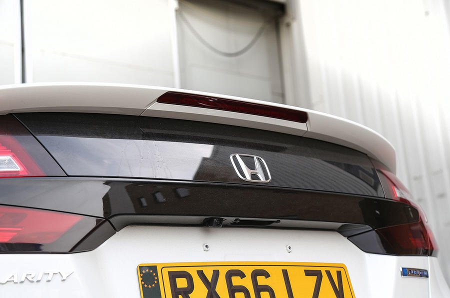 Honda Clarity FCV rear spoiler