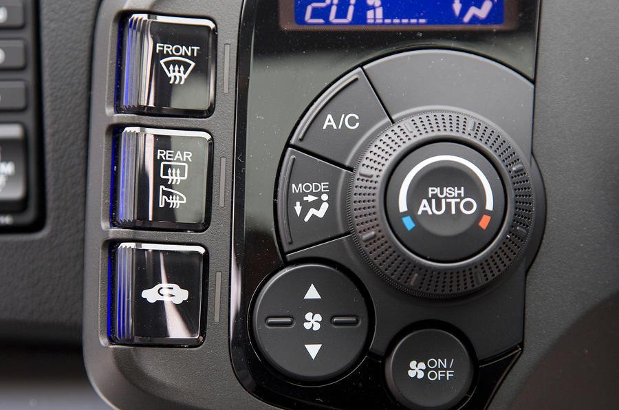 Honda CR-Z switchgear
