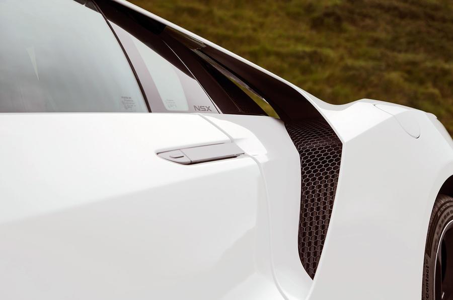 Honda NSX floating buttress