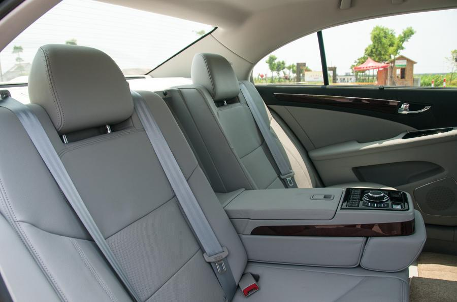 Hongqi H7 rear seats