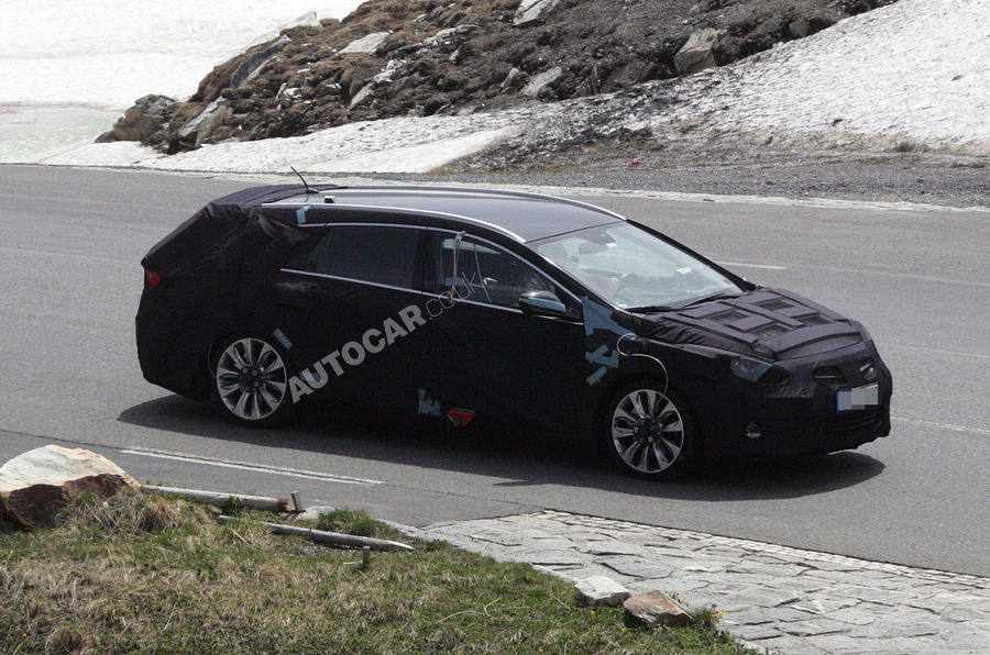 Hyundai i40 estate: first pics