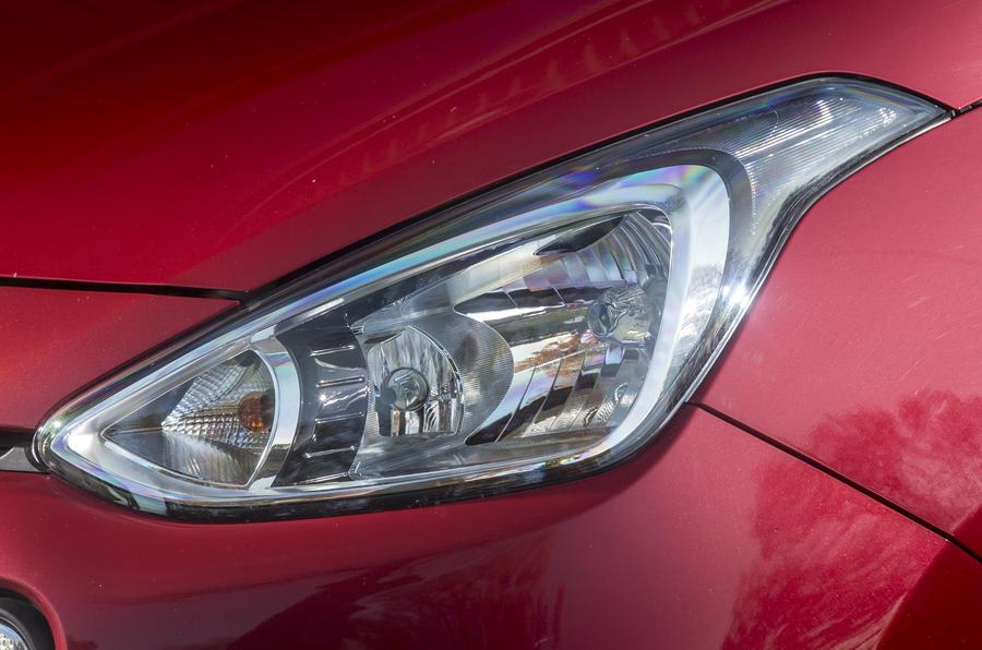 Hyundai i10 headlights