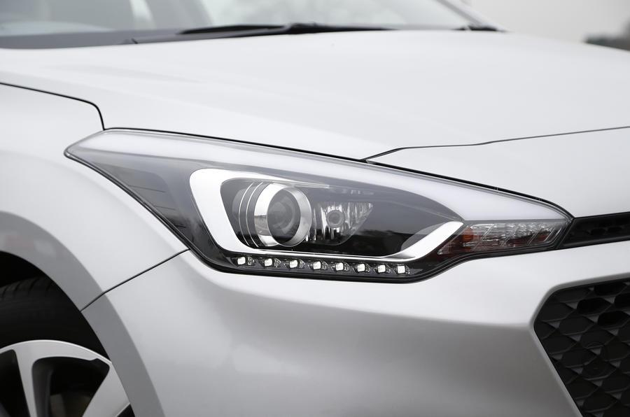 Hyundai i20 headlights
