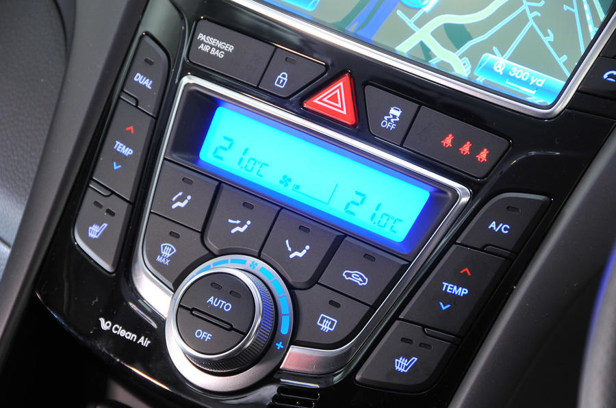 Hyundai i30 Turbo climate controls