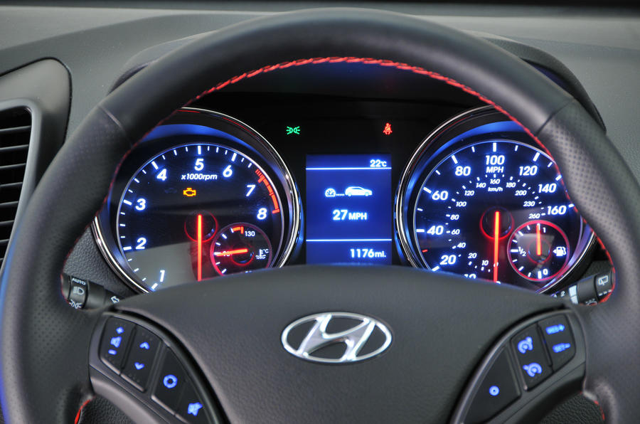 Hyundai i30 Turbo instrument cluster