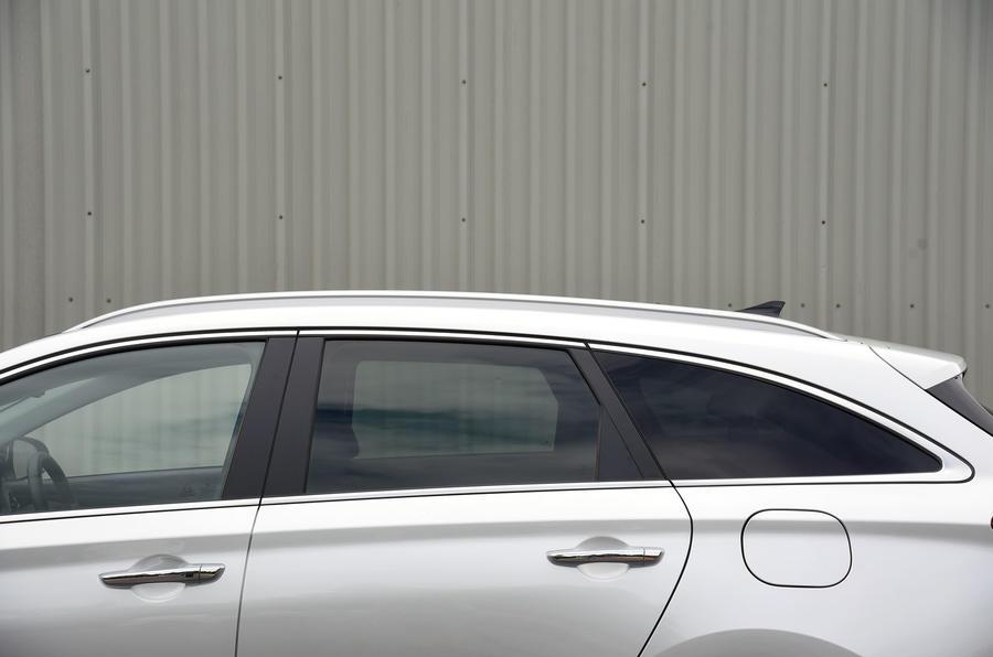 Hyundai i30 roof line