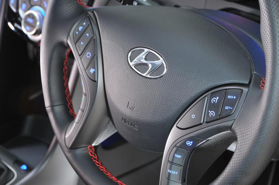 Hyundai i30 Turbo steering wheel