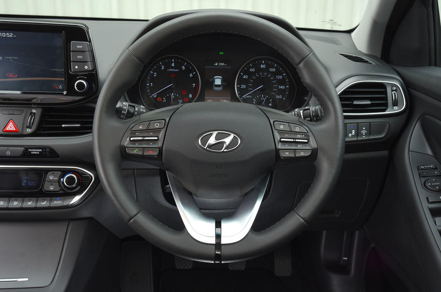 Hyundai i30 steering wheel