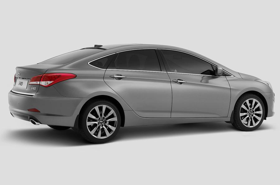 Hyundai i40 saloon - pics and details
