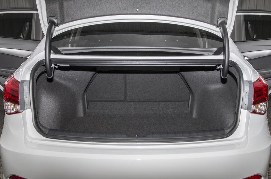 Hyundai i40 boot space