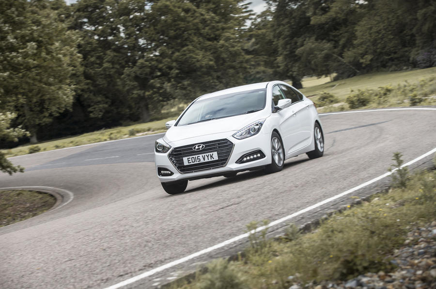 Hyundai i40 cornering