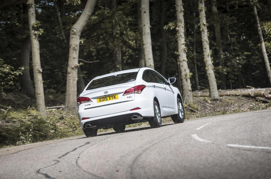Hyundai i40 rear cornering