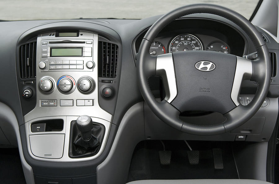 Hyundai i800 dashboard