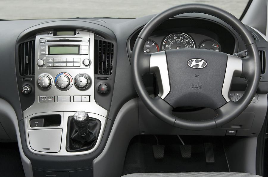 Hyundai i800 dashboard