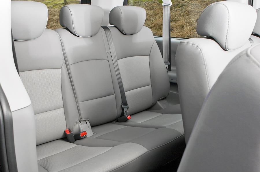 Hyundai i800 third row seats