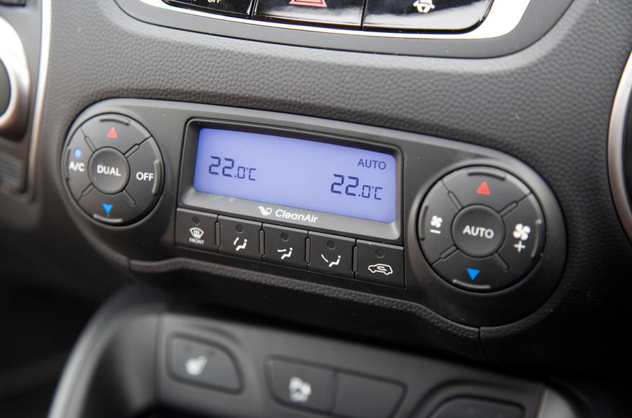 Hyundai ix35 climate control switchgear