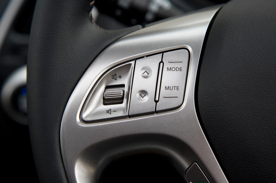 Hyundai ix35 steering wheel controls