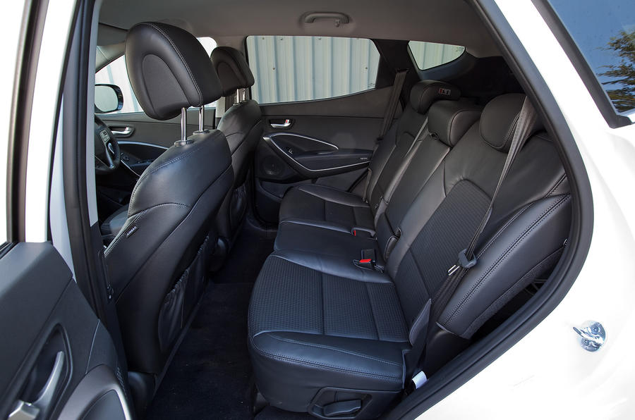 Hyundai Santa Fe middle-row seats