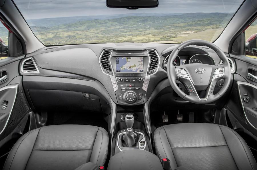 Hyundai santa fe review 2018 autocar - Santa fe hyundai interior pictures ...