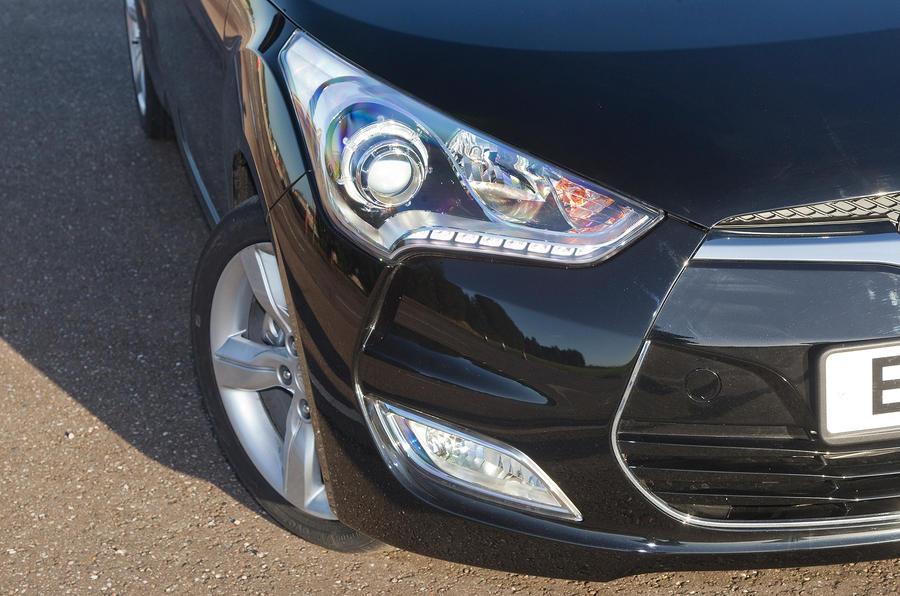 Hyundai Veloster headlight
